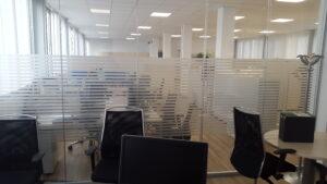 decorazione con pvc sabbiato per privacy uffici