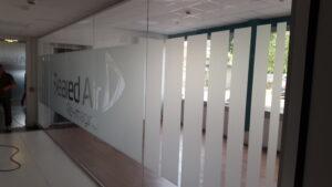 pvc sabbiato intagliato per parete divisoria ufficio